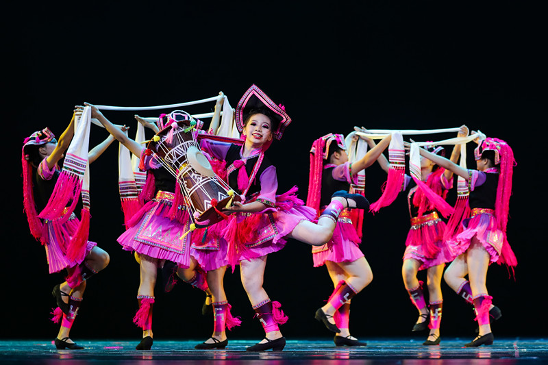 舞蹈《云悠悠龙呦呦》